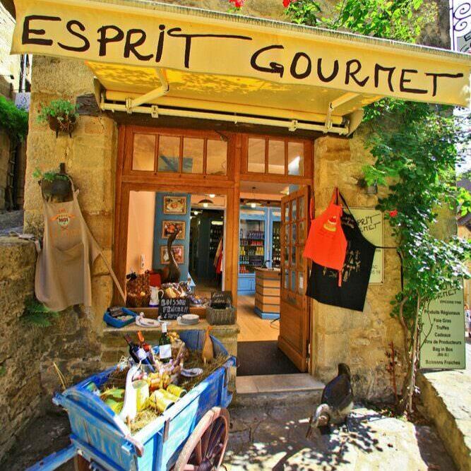 La Boutique Esprit Gourmet, située dans le magnifique village de Beynac-etCazenac en Périgord Noir